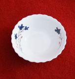 青いチェリーの手塗りの円形のスープボウル