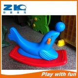 Детей в два цвета качающаяся лошадь для детей
