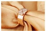 Ring van het Roestvrij staal van de Juwelen van de manier de Goud Geplateerde 316L, de Recentste Trouwring van het Ontwerp