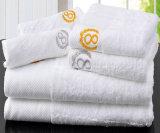 真新しいカスタムロゴの100%年の綿のホテルの浴室タオル