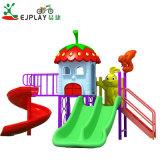 Diversão para crianças de plástico parque ao ar livre