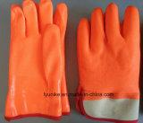 Зимой из ПВХ с насечками руки перчатками