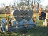 花つぼが付いている二重中心の形の墓石