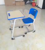 Mobilier scolaire en plastique Bureau et chaise étudiante Table et chaise d'étude