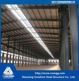 Светлая мастерская пакгауза стальной структуры с краном