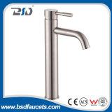Acier inoxydable de bassin de robinet de mélangeur chaud sans plomb d'eau froide