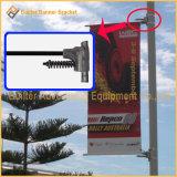 旗ブラケットのハードウェア(BT116)を広告する屋外の軽いポスト