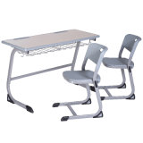 A mesa de madeira durável do dobro da mobília de escola ajustou-se para a sala de aula