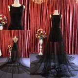 Reizvolles schweres bördelndes schwarzes kurzes Kleid mit langem Schal