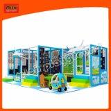 Дети весело играть в игры оборудования игровая площадка