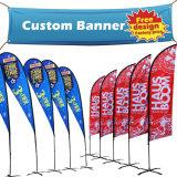 La pubblicità su ordinazione rotola in su la bandiera della bandierina della maglia della flessione del vinile del PVC, tessuto che appende la bandiera esterna di volo del banco di mostra della via a finestra della spiaggia per l'evento