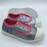 Los niños de alta calidad de inyección de calzado para niños Zapatos de lona Hh0427-18 Colorido