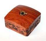 Caixa de madeira do presente feito sob encomenda do armazenamento do emblema da lembrança