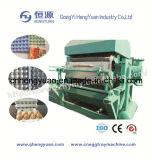 Reciclando la bandeja de huevo del papel de desecho que hace la máquina con CE
