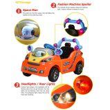 4CH fresco ao ar livre caçoa o passeio elétrico no carro dos brinquedos