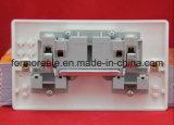 Interruptor Duplo europeu com o soquete /Interruptor de parede /uma pista de Ignição