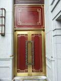 A porta de cobre com imita a madeira