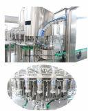 Завод упаковки завода автоматический очищать воды бутылки любимчика заполняя покрывая разливая по бутылкам