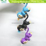 La scimmia del bambino dei pesciolini scherza i giocattoli interattivi elettronici della novità dell'animale domestico della barretta