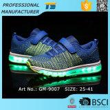 Neue Schuhe des Art Flyknit Gewebe-LED für Kinder