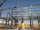 La struttura d'acciaio della portata lunga d'acciaio chiara della costruzione scende il magazzino