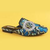 Poussoirs de Madame Blue Low Heel Casual pour des femmes avec la boucle