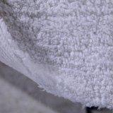 De Badmat van het Huis van de Badmat van het hotel in Witte Kleur met het Embleem van het Borduurwerk