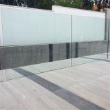 Baranda de vidrio exterior con sistema de acero inoxidable