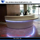 반투명 Corian 수신 싱크대 백색 광택 LED 가정 Cinima 접수처