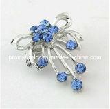 Diseño de Flor de Rhinestones cristal azul zafiro joya broche con clavos Material de aleación de zinc broche chapado en plata y Bisuteria broche con clavos Gema zafiro