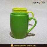 Caneca cerâmica verde para o café e o leite 300ml