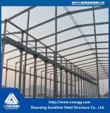 Costruzione del fascio della struttura d'acciaio fatta della trave di acciaio per il magazzino