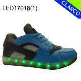 Sports d'enfants exécutant des chaussures d'éclairage LED