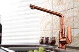 Grifo de cocina contemporánea con acabado en oro rosa