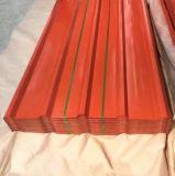 ペンキが付いている波形の金属の屋根シート