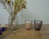 Candele senza fiamma tremule della colonna della tazza di vetro a pile del vaso con il periferico