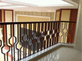 別荘の装飾のための壁に取り付けられた錬鉄の柵