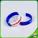 Wristband su ordinazione della gomma di silicone del testo di marchio di prezzi all'ingrosso per il partito