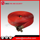 Manichetta antincendio di colore rosso con gli accoppiamenti della manichetta antincendio delle BS