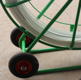 L'électricien emploie le fil Rooder de câble de Rodder de conduit de fibre de verre
