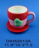 Insieme caffè/della tazza e piattino di tè di ceramica dipinti a mano