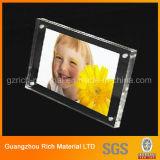 カスタマイズされたSizes&Shapesのアクリルの写真フレームかプラスチックアクリル映像の表示