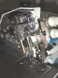 頑丈なマットレスのパネルのフランジを付けたようになる機械