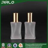 40ml ha glassato le bottiglie di profumo quadrate riutilizzabili della vite sulle bottiglie di vetro rese personali spruzzatore del profumo della foschia in azione