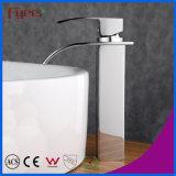 Taraud de mélangeur simple de l'eau de robinet de lavabo de cascade à écriture ligne par ligne de corps élevé de Fyeer