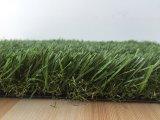 40 milímetros que ajardinam a grama artificial do jardim