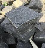 煉瓦を舗装する自然で黒い花こう岩の屋外の私道の敷石