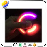 Fileurs magiques de doigt de main de personne remuante en métal de lueur d'arc-en-ciel