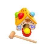 Brinquedo de bola de punch de madeira com forma de casa de cão para criança pequena
