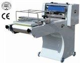 機械を形作ることをする商業パンのトースト